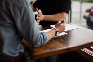 Nach der Reservierung klären wir in einem Briefing Ihre Fragen und Erwartungen.